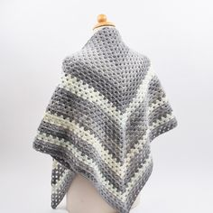 Gorgeous and warm scarf/ shawl, crocheted in the beautiful Lollipop yarn. The yarn is wool and acrylic, and is available in 17 beautiful colour combinations. Shawl Patterns, Crochet Patterns, Beautiful Color Combinations, Crochet Shawl, Winter Hats, Shawls, Diy, Crafts, Fashion