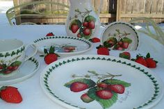 portmeirion dishes Strawberry Fair pattern and fresh strawberries in the snow 2010 Portmeirion Pottery, Strawberry Kitchen, Strawberry Decorations, Dining Decor, Kitchen Themes, Serving Dishes, Fruit, Afternoon Tea, Decorative Items