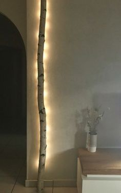 Indirektes Licht mit Birkenstamm Indirect light with birch trunk Home Lighting, Lighting Design, Lighting Ideas, Diy Home Decor, Room Decor, Diy Casa, Deco Design, Home Decor Inspiration, Diy Furniture
