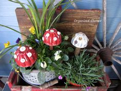 Last year I purchased a baggie with vintage, individual, Jello molds for $3 at a thrift shop. I got the idea to make three of them into toadstools. It was quick…