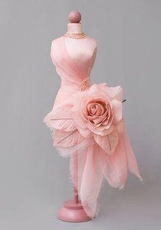 Rose Dresses Are Surprisingly Amazing - Beradiva Rose Dress, Flower Dresses, Beautiful Dresses, Nice Dresses, Mode Sombre, Dress Form Mannequin, Fairy Dress, Designer Dresses, Ideias Fashion