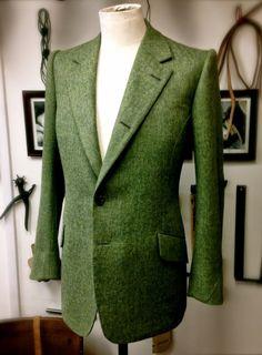 Gieves & Hawkes bespoke Cheviot tweed jacket Loving this green! Bespoke Suit, Bespoke Tailoring, Tweed Run, Tweed Jacket, Suits For Women, Mens Suits, Men Formal, Savile Row, Tailored Jacket