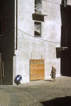 © Harry Gruyaert/Magnum Photos ITALY. Piedmont. Santo Stefano Belbo. 2003.