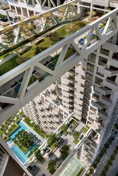 Singapore's Newest Residential Building Features Sky Bridges and an Unbelievable Sky Pool - Architectural Digest Architecture Résidentielle, Futuristic Architecture, Amazing Architecture, Architecture Sketchbook, Chinese Architecture, Victorian Architecture, Architecture Portfolio, Classical Architecture, Sky Pool