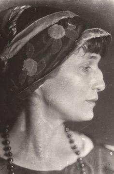 Anna Achmatowa, 1926 -by Moissei Nappelbaum