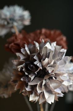I think these paper pompoms would be a lovely addition to the rosette photo booth!!!
