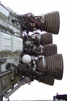 rocket_park_saturn_06.jpg (720×1080)