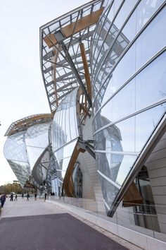 Frank Gehry's Fondation Louis Vuitton / Images by Danica O. Kus http://clementineetchocolat.com/fondation-louis-vuitton/