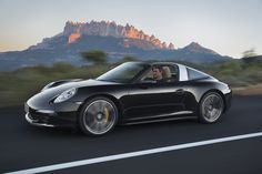World premiere of the 911 Targa: At the North American International Auto Show (NAIAS) in Detroit, Porsche is presenting the latest generation of the extravagant 911 model to the public. This model is the first to combine the classic Targa concept with state-of-the-art roof technology.