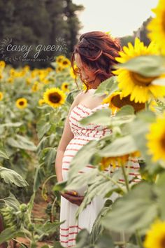 Oh, how I love sunflowers. I found someone else who has a thing for sunflowers! Maternity Photography Poses, Maternity Poses, Maternity Photographer, Family Photographer, Family Maternity Photos, Maternity Pictures, Pregnancy Photos, Family Pics, Sunflower Nursery