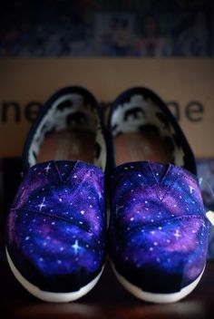 Galaxy Toms por Sophiescustomshoes en Etsy