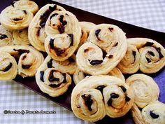 Rulouri din foietaj cu măsline şi roşii uscate Doughnut, Good Wife, Cookies, Desserts, Picnic, Drinks, Food, Party, Gatos