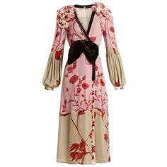 Johanna Ortiz Bellifolia floral-print silk kimono dress (7.465 RON) ❤ liked on Polyvore featuring dresses, pink multi, silk kimono, v neck wrap dress, pink silk dress, pink dress and pink floral kimono