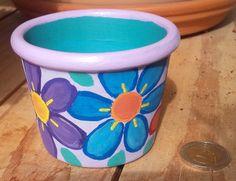 un petit vide poche printanier. pot en terre cuite peint à l'acrylique. Terracotta Pots, Garden Art, Planter Pots, Vide Poche, Terra Cotta, Painting, Ideas, Home, Jars