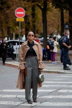 The Best Street Style at Paris Fashion Week 2019 - Winter Fashion Cool Street Fashion, Street Style Women, Fashion Week, Paris Fashion, Women's Fashion, Fashion Tips, Teenager Mode, Parisian Chic Style, Dedicated Follower Of Fashion