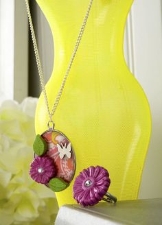 Make a floral necklace and ring with Mod Melts & Molds. - Mod Podge Rocks