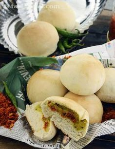 From outside, it looks like a bread roll, but when you bite into it, it is a vada pav. That makes this lovely dish appeal to both camps – the sandwich lovers and the vada pav fans!