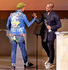Kanye West presented the Fashion Icon Award to Pharrell Williams at the 2015 CFDAs at New York City's Lincoln Center on June Kanye West Outfits, Urban Outfits, Street Style Looks, Street Style Women, Minimal Fashion, High Fashion, Pharrell Williams, Mens Fashion Suits, Leather Fashion