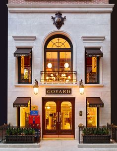 """AD Tours Goyard's New York Outpost,"" Architectural Digest May Goyard, the venerable French maker of luggage and handbags, opens a Manhattan flagship in a gracious Upper East Side townhouse Building Facade, Building Design, Building Exterior, Architectural Digest, Facade Design, House Design, Design Garage, Retail Facade, Coffee Shop Design"