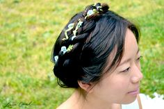 Festival Beauty: 3 Last-Minute Hair Ideas  Yeah..I know it's Lauren Conrad ...but there's some really fun stuff with flowers, beads and feathers..