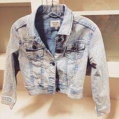 I Love H81 acidwash denim jacket! #NLT #thrift #thrifty #thriftfinds #thriftfashion #thriftstore #lookforless #acidwash #denim #jacket #fall #fashion #fallfashion #trendy