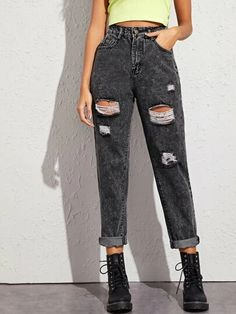 Ripped Jeans Outfit, Ripped Mom Jeans, Women's Jeans, Dark Jeans, Jeans Size, Mode Outfits, Jean Outfits, Teen Fashion, Fashion Outfits