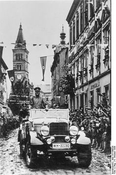 Adolf Hitler at a parade in Kraslice, 4 October 1938 Hassan 2, Germany Ww2, The Third Reich, Rare Photos, World War Two, Mercedes Benz, Wwii, Touring, Pictures