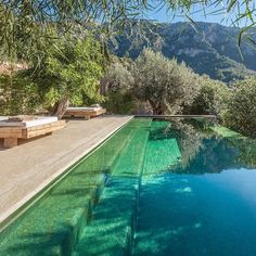 Relax by the pool in gorgeous environments that will make your soul cheer. Pack your bags and leave to a small village somewhere far away.this particular pool is nestled in a picturesque village called Deià in Northern Mallorca. Infinity Pools, Infinity Pool Backyard, Backyard Pools, Pool Decks, Backyard Ideas, Beautiful Pools, Dream Pools, Pool Spa, Pool Water