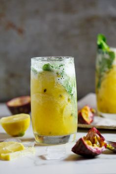 Refreshing fresh pineapple and passion fruit mojito. Save this recipe for the weekend! Refreshing fresh pineapple and passion fruit mojito. Save this recipe for the weekend! Refreshing Summer Drinks, Fun Drinks, Yummy Drinks, Yummy Food, Beverages, Fruit Recipes, Cooking Recipes, Drink Recipes, Yummy Recipes