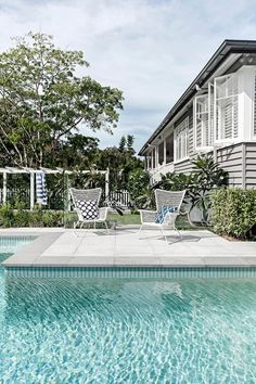 A bit of a dream, a house with a pool. Planted beneath a window, a fragrant evergreen frangipani shares its scent with the occupants of the house. Swimming Pools Backyard, Garden Pool, Swimming Pool Tiles, Glass Garden, Hamptons House, The Hamptons, Hampton Pool, Living Pool, Outdoor Living