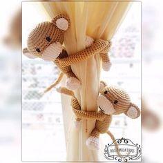 dulcedanielatejidos:: Monos sujeta cortinas! #crochet #amigurumi #deco #babydeco Deco, Crochet Hats, Teddy Bear, Instagram, Baby, Pink, Crochet Throw Pattern, Curtain Patterns, Amigurumi