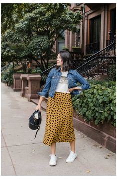 a girl with a cheetah skirt on What are you doing for fall transition pieces? Think no more because Jessica has you covered. Check out this spotted skirt to transition into fall! Mode Outfits, Fall Outfits, Summer Outfits, Early Spring Outfits, Modest Fashion, Skirt Fashion, Fashion Outfits, Outfit Stile, Street Style Vintage