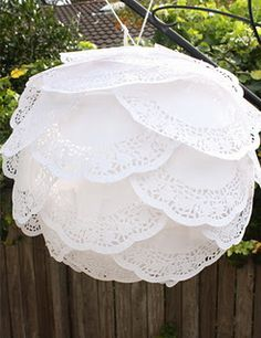 DIY paper lanterns tutorials and best ideas. Decorate paper lanterns with glitter, doilies, paint and more. Decorate kids room, nursery, parties using DIY Paper Doily Crafts, Paper Lace Doilies, Doilies Crafts, Diy Paper, Diy Crafts, Tissue Paper, Recycled Crafts, Paper Glue, Crepe Paper