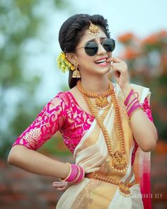 Dehati Girl Photo, Girl Photo Poses, Girl Photos, Wedding Couple Poses Photography, Girl Photography Poses, Modelling Photography, Stylish Girls Photos, Stylish Girl Pic, Indian Bridal Photos