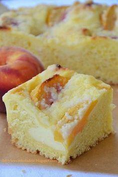 Drożdżowe z serem i brzoskwiniami Polish Desserts, Polish Recipes, Cookie Desserts, Easy Desserts, Polish Food, Muffin Recipes, Cake Recipes, My Favorite Food, Favorite Recipes