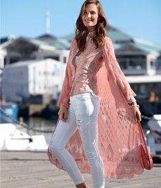Кружевное летнее пальто Нежейшая пряжа и ажурные узоры делают это пальто очень легким, почти невесомым, не смотря на его длину.