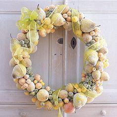Corona con frutas naturales previamente azucaradas.