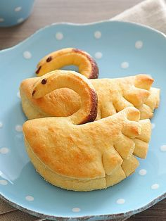 Tortellini: Swan rolls - totally make these with pulled chicken instead of chocolate stuff.