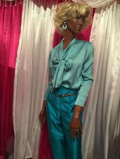Ellen Tracy sz 8 -  12 VTG  92% Silk Aqua Blouse Pussy Bow Blouse Career #ElleenTracy #ButtonDownShirt #Career