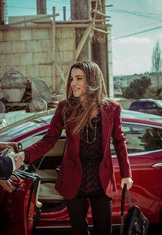 Bajo el título 'Fuera de foco', el fotógrafo personal de la soberana, Farras Oran, ha querido felicitarla en esta fecha tan señalada con un 'e-book' (libro electrónico) con sus fotos más naturales y espontáneas