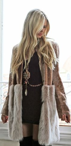 statement necklace and coat for fall street style. women's fashion and street style. Looks Chic, Looks Style, Style Me, Gypsy Look, Bohemian Mode, Hippie Chic, Boho Chic, Hippie Style, Bohemian Style