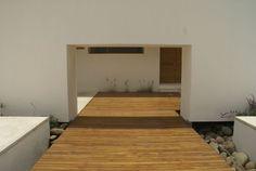 Walkway/ decking to courtyard garden - transition between platforms: the 'drama' of the small gap.  [Hierve Diseneria - Santa Maria]