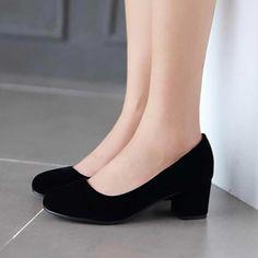 Casual Close Toe Women's Pumps – Zorket Source by jkmstephenson Shoes Fancy Shoes, Pretty Shoes, Formal Shoes, Beautiful Shoes, Cute Shoes, Me Too Shoes, Casual Shoes, Sock Shoes, Shoe Boots