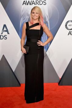 Click and see the gorgeous dresses from last night's CMAs red carpet. Meet our best-dressed picks, including Miranda Lambert in stunning black Versace