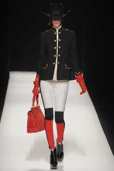 Moschino Fall 2012 Ready-to-Wear Fashion Show - Kristina Salinovic