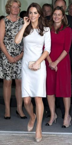 OCTOBER 2011 Catherine Middleton Editor's choice WHAT SHE WORE Catherine Middleton made a royal appearance in a felt Amanda Wakeley LWD and nude pumps. WHY WE LOVE IT The Duchess of Cambridge looked perfectly polished in a chic neutral ensemble. Looks Kate Middleton, Pippa Middleton, Pantyhosed Legs, Princesa Kate Middleton, Kate And Pippa, Amanda Wakeley, Prince William And Kate, Glamour, Look Chic
