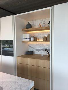 Page 3 : Hoogglans Witte Keuken. The Loft, Kitchen Stove, Kitchen Pantry, Küchen Design, House Design, Interior Design, Humble House, Living Room Shelves, Kitchen Benches