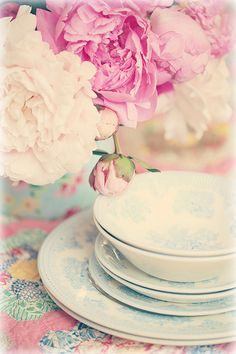 Love this arrangement and the tones! Photo by Lucia and mapp on Flickr.  #flower #dishes #table