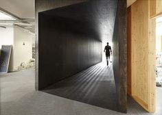 18 Feet & Rising offices with tunnel by Studio Octopi