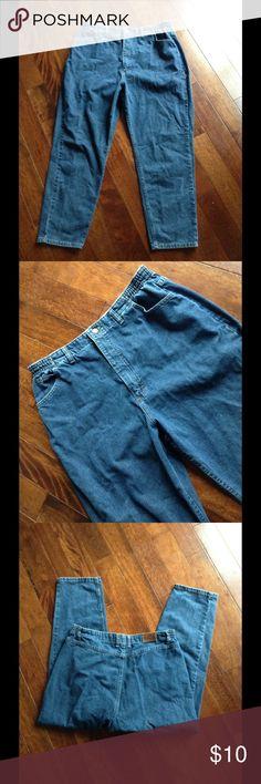 "18S Lee Jeans 18 short. Waist 33"" Inseam 27"" Lee Jeans"